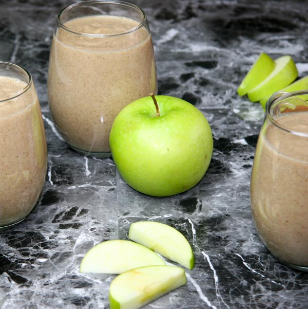 three glasses of apple pie breakfast smoothie with green apple