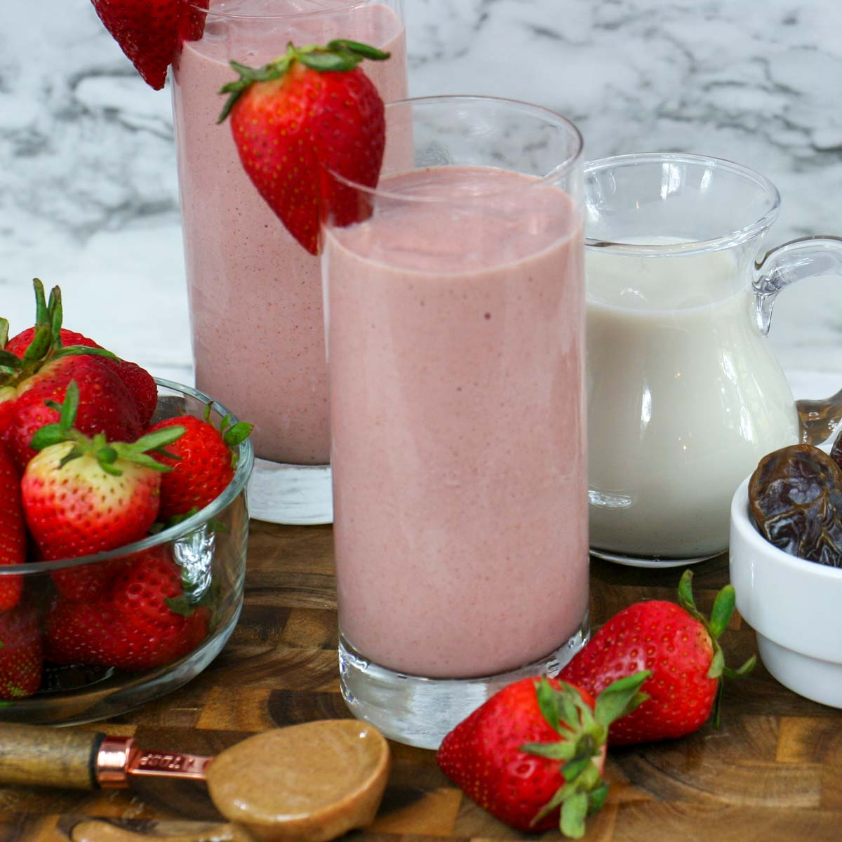 Healthy Frozen Strawberry Smoothie (without yogurt or banana)